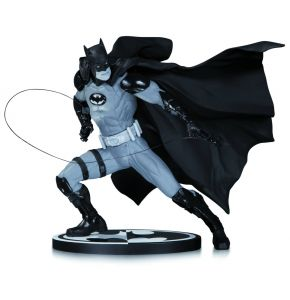 Batman Black & White Batman Statue - Ivan Reis