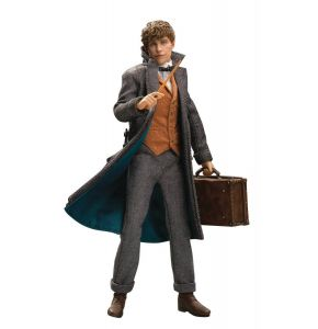 Fantastic Beasts: The Crimes of Grindelwald Newt Scamander 1/8 Scale Figure